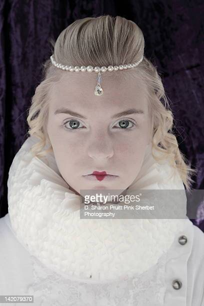 girl in elizabethan ruff collar costume - elizabethan collar fotografías e imágenes de stock