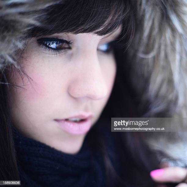 girl in fur hood - ピンクの頬 ストックフォトと画像