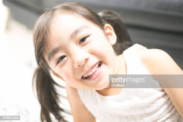 girl in her room - 少女 ストックフォトと画像