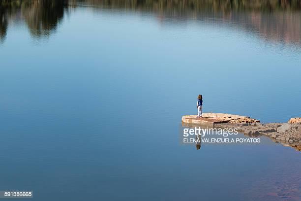 girl in lake - lago reflection foto e immagini stock