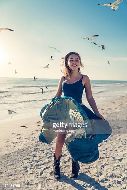 """ragazza in abito lungo in spiaggia con uccelli, tramonto. - """"martine doucet"""" or martinedoucet foto e immagini stock"""