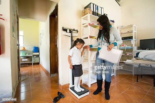 girl (6-7) in medical clinic, rural community, ecuador - hugh sitton bildbanksfoton och bilder