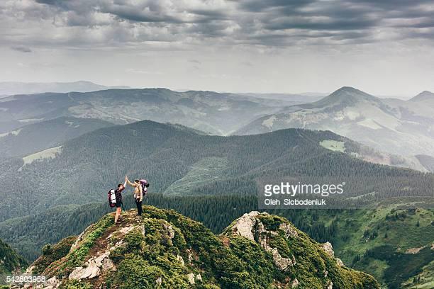 La jeune fille dans les montagnes