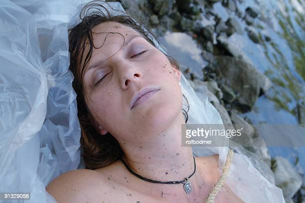 girl in plastic - dead body stockfoto's en -beelden