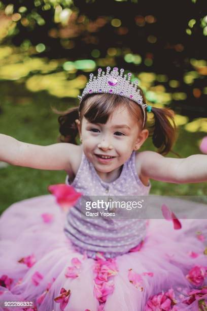 girl in princess dress - royalty free images no watermark photos et images de collection
