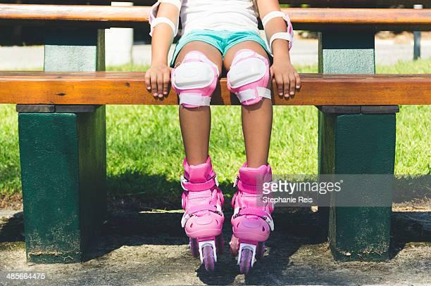 girl in roller skates - caneleira roupa desportiva de proteção imagens e fotografias de stock