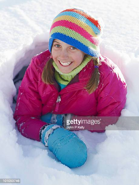 girl in snow - 指なし手袋 ストックフォトと画像