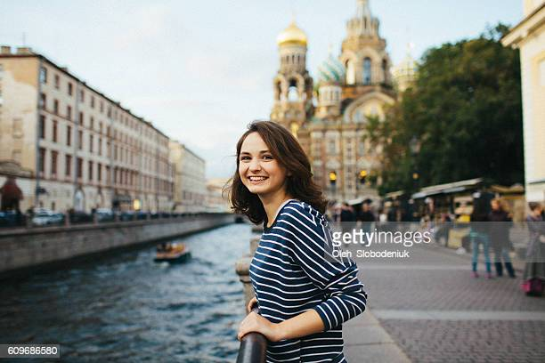 girl in st.petersburg - femme russe photos et images de collection