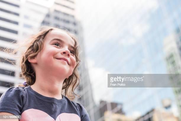 girl in the city. - 6 7 jahre stock-fotos und bilder