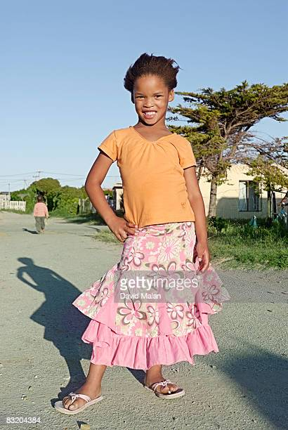 girl in township with pretty skirt, sea vista, eastern cape, south africa - sandaal stockfoto's en -beelden