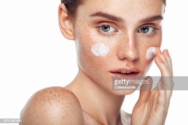 girl inflicting cream - skin feature stock pictures, royalty-free photos & images