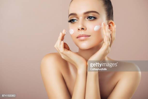 girl inflicting cream - make up stock pictures, royalty-free photos & images