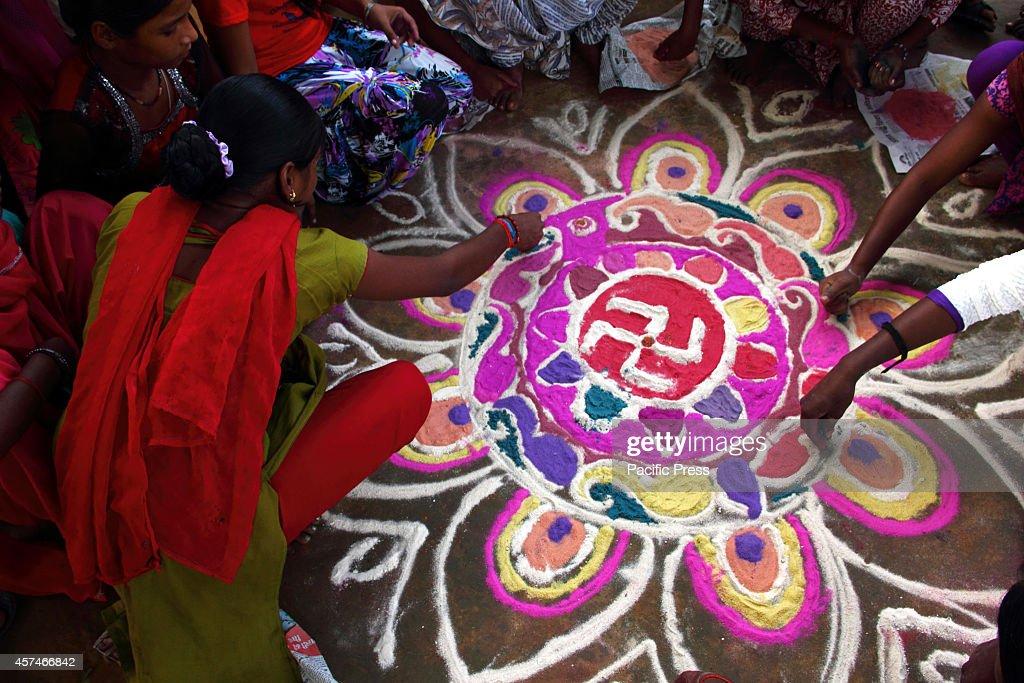 A girl is preparing the 'Rangoli' before the Diwali festival... : News Photo