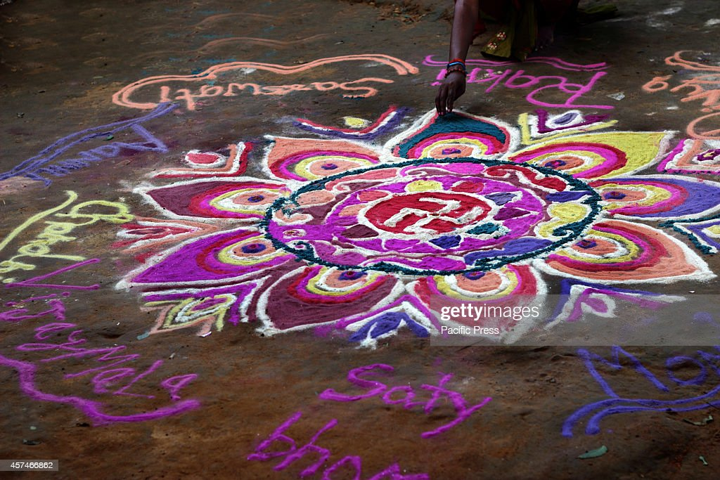 A girl is preparing the 'Rangoli' before the Diwali festival... : News Photo