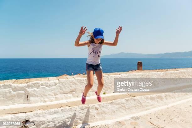 girl jumping in monemvasia greece - monemvasia - fotografias e filmes do acervo