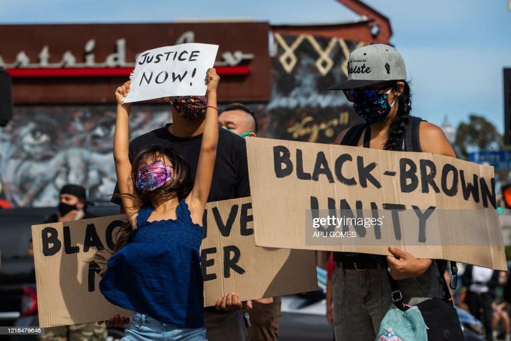 POLITICS-RACISM-JUSTICE-US-demonstration-police-minorities : News Photo