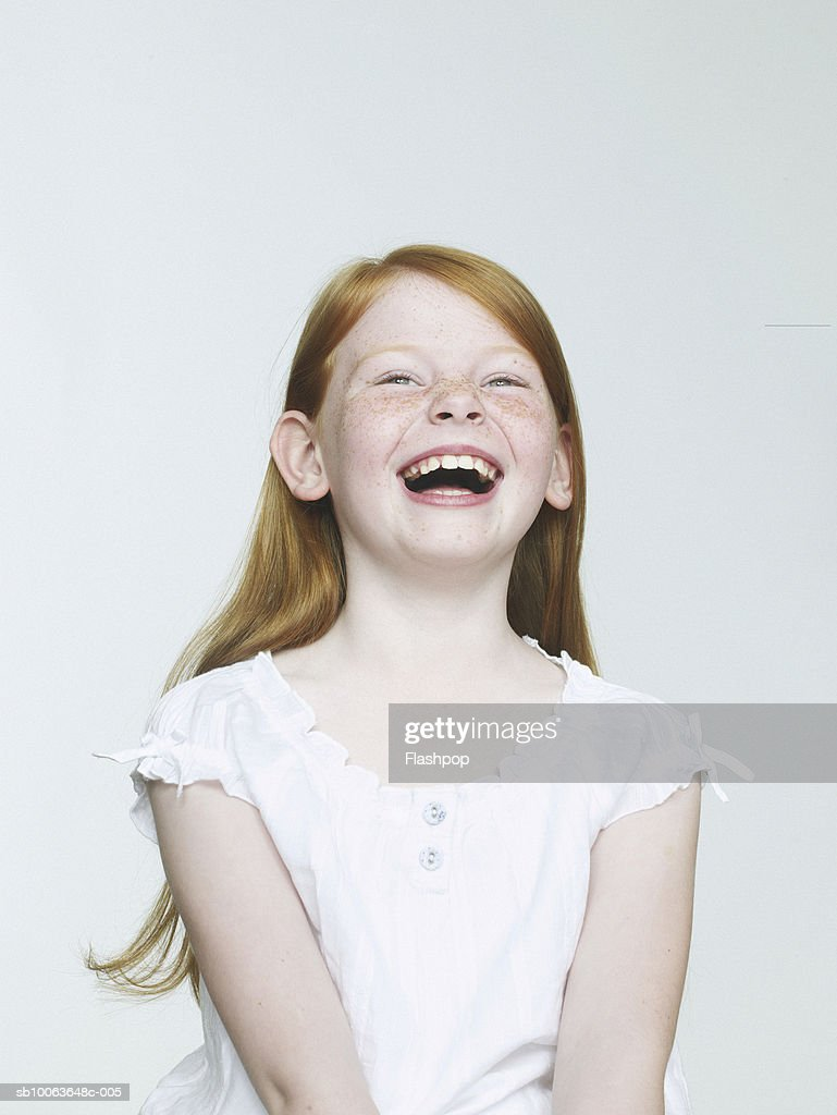 Girl (8-9) laughing, close-up : Foto de stock