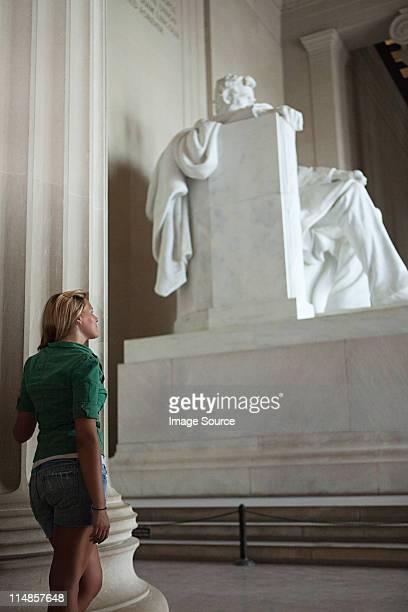 Mädchen Blick auf das lincoln memorial