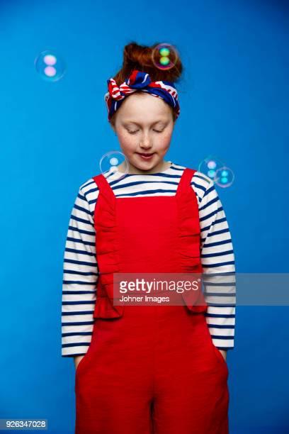 girl looking down - カバーオール ストックフォトと画像