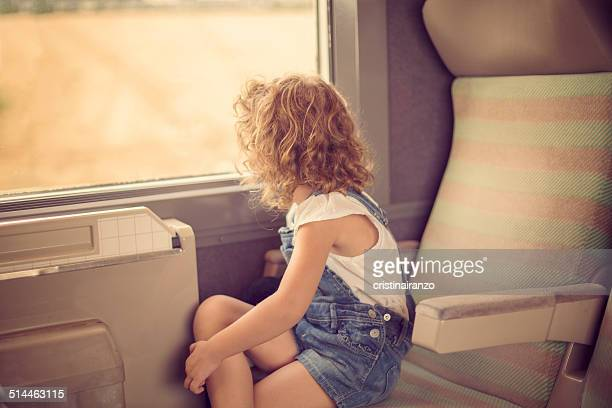 girl looking out the window of a train - tgv photos et images de collection