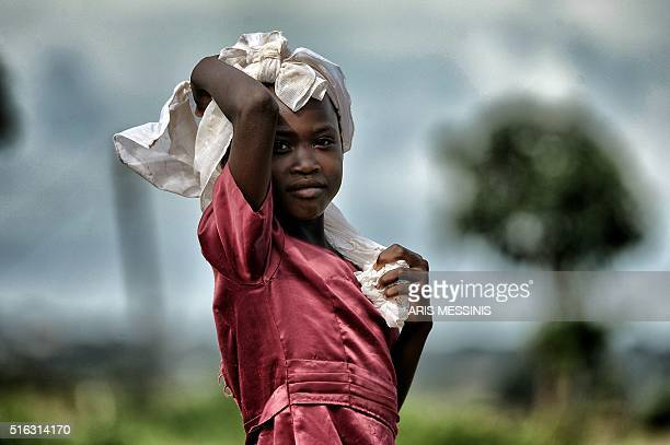A girl looks on in the outskirts of Lilongwe on March 11 2016 / AFP / ARIS MESSINIS / RESTRICTED TO EDITORIAL USE