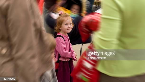 Femme perdu dans la foule sur le premier jour à l'école
