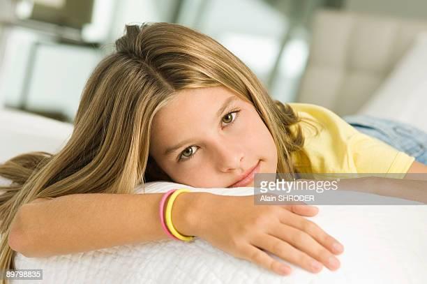 girl lying on the bed - braccialetto foto e immagini stock