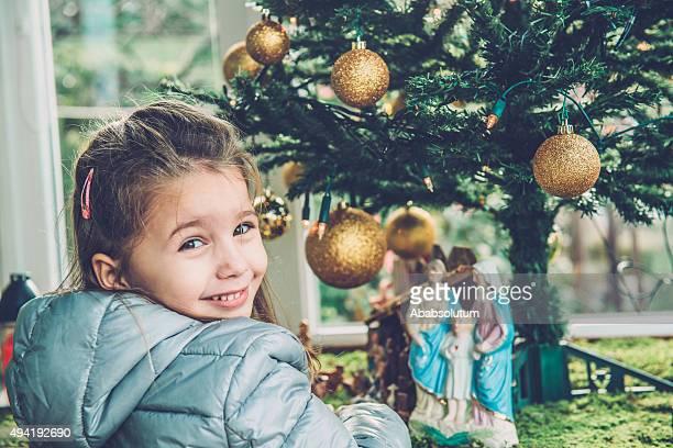 4 つの女の子と遊びのキリスト降誕フィギュアで、ヨーロッパ