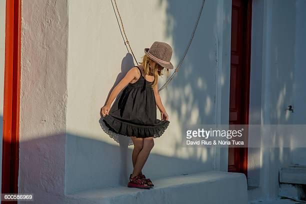 girl of mykonos - ver a hora stockfoto's en -beelden