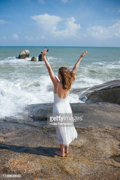 girl on a rock at the ocean - 白のドレス ストックフォトと画像