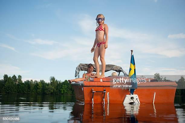 girl on boat, siljan, dalarna, sweden - レクサンド ストックフォトと画像