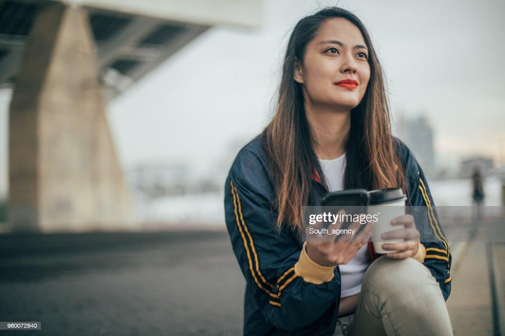 Mädchen auf Kaffeepause : Stock-Foto