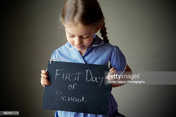 girl on first day of school - first day of school stock pictures, royalty-free photos & images