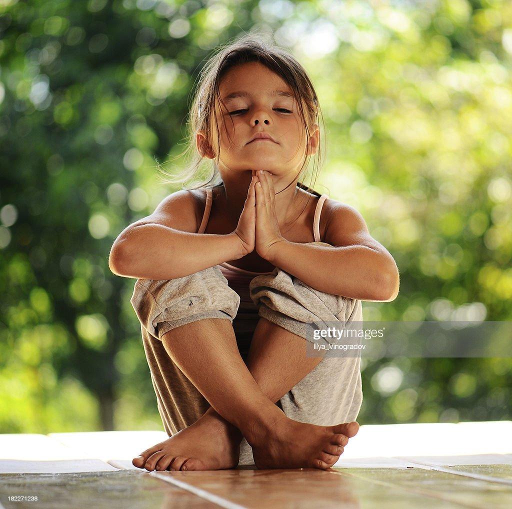 Mädchen in eine meditation am Morgen-park : Stock-Foto