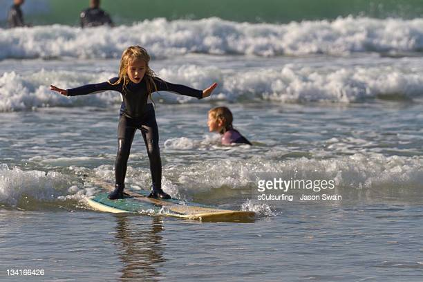 girl on surf board - s0ulsurfing stock pictures, royalty-free photos & images