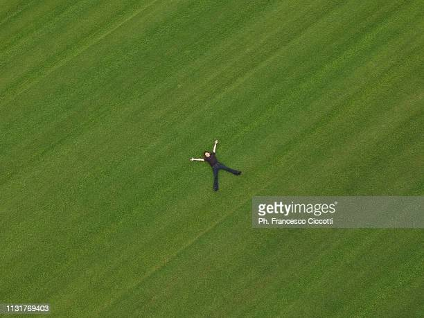 girl on the green - image stock-fotos und bilder