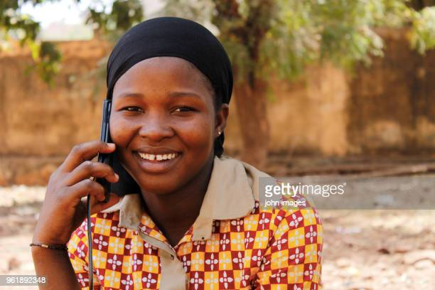 a girl on the phone - mali photos et images de collection