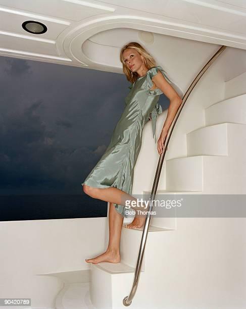 girl on the stairs - 乗り物に乗って ストックフォトと画像