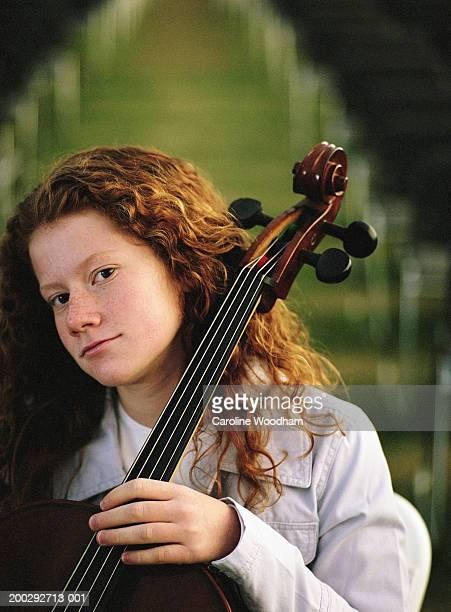 girl (10-12) playing cello, portrait - caroline roux photos photos et images de collection