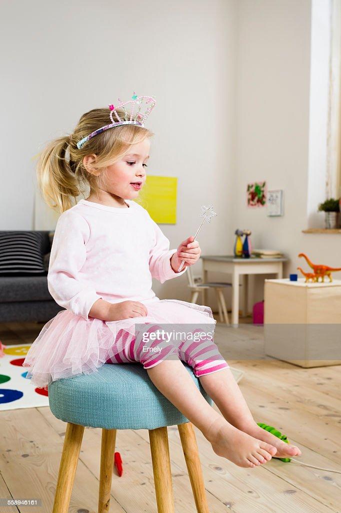 Girl playing fairy princess : Stock-Foto