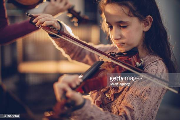 girl playing violin - child prodigy stock pictures, royalty-free photos & images