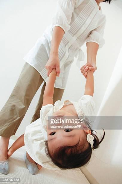 girl playing with mom - チノパンツ ストックフォトと画像