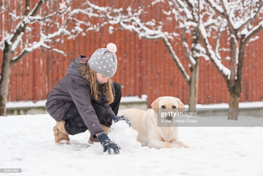 Girl playing with snow : Stock-Foto