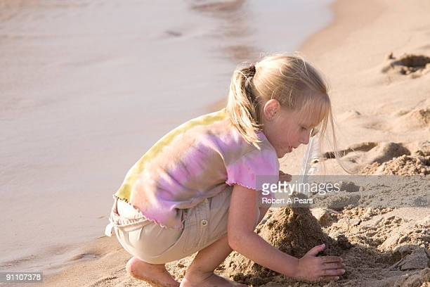 Girl plays with the sand