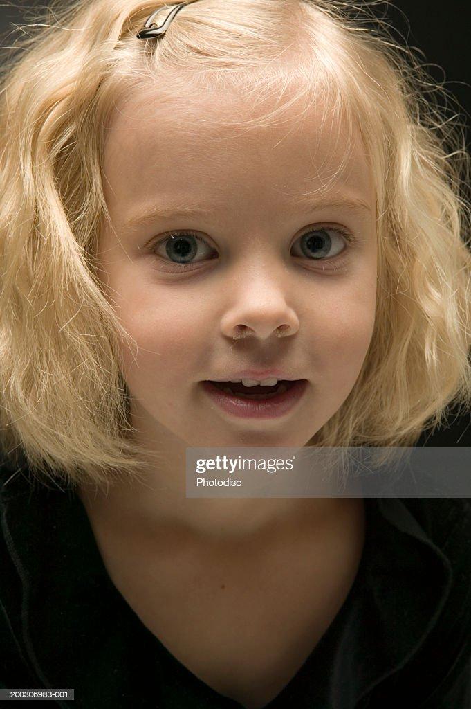 Girl (4-5) posing in studio : Stock Photo