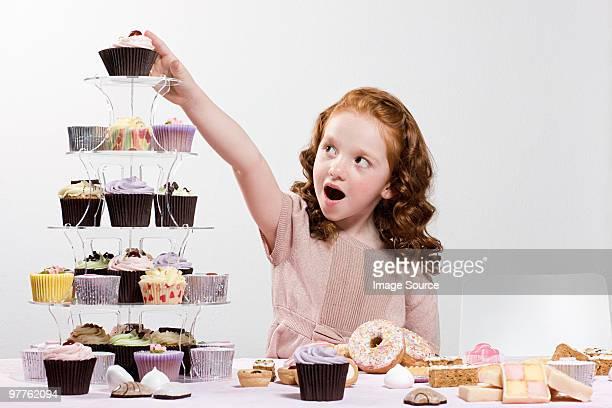girl たらケーキ - 食べ過ぎ ストックフォトと画像