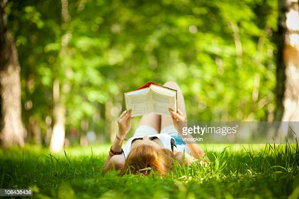 Chica libro de lectura