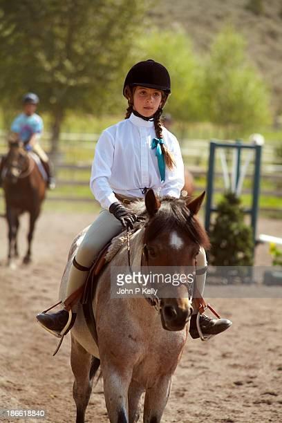 girl riding in hunter jumper competition - montare foto e immagini stock