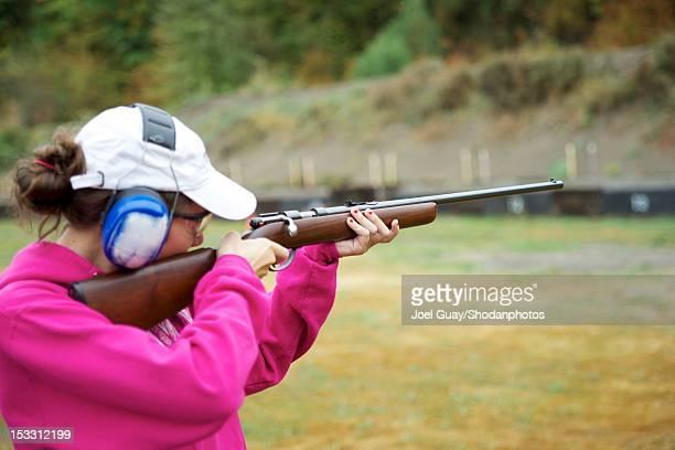 girl shooting rifle - ターゲット射撃 ストックフォトと画像