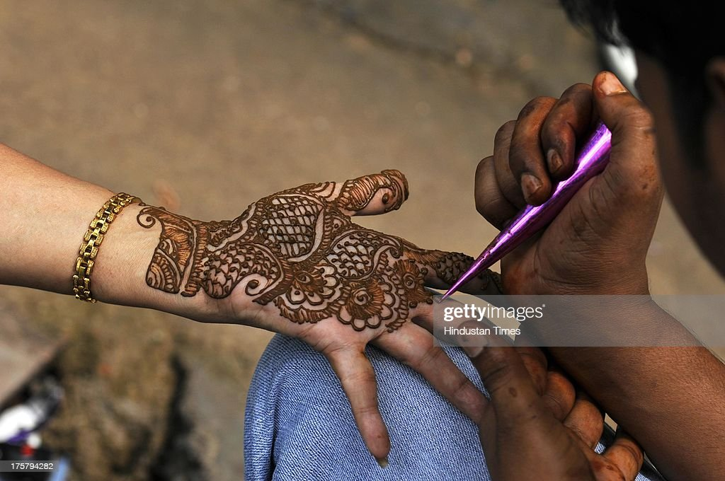 Great Shop Eid Al-Fitr Decorations - girl-showing-her-hands-decorated-with-henna-ahead-of-eidulfitr-on-8-picture-id175794282?k\u003d6\u0026m\u003d175794282\u0026s\u003d612x612\u0026w\u003d0\u0026h\u003d21g6XfHKhjn9moerLb2ndyhAJ6BgBytdD0IpU61Q8Ds\u003d  Snapshot_531472 .com/photos/girl-showing-her-hands-decorated-with-henna-ahead-of-eidulfitr-on-8-picture-id175794282?k\u003d6\u0026m\u003d175794282\u0026s\u003d612x612\u0026w\u003d0\u0026h\u003d21g6XfHKhjn9moerLb2ndyhAJ6BgBytdD0IpU61Q8Ds\u003d